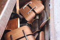 Gefälschte Designermöbel im Pressplattenfahrzeug Bild: Polizei