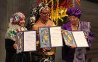 Karman mit Leymah Gbowee und Ellen Johnson Sirleaf bei der Verleihung des Friedensnobelpreises 2011