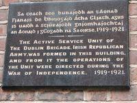 Wandtafel, die an die Gründung der Dubliner IRA-Kampfeinheit 1919 erinnert (Great Denmark Street).