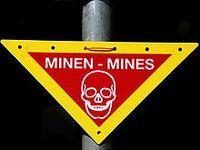 Warnzeichen Minen Bild: MatthiasKabel / de.wikipedia.org