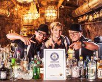 Das Bartender-Team der Kufsteiner Speakeasy-Bar STOLLEN 1930 ist stolz auf die von Guinness amtlich bestätigten Weltrekordmarke. Bild: STOLLEN 1930/sternmanufaktur