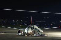 Ein A330 von Air Berlin am Düsseldorfer Flughafen bei einer Nachtlandung