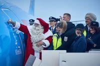 """Der Weihnachtsmann ist Taufpate der neuen TUI 737 MAX 8 Maschine, die heute in Kittilä getauft wurde. Bild: """"obs/TUI AG"""""""