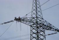 Arbeiten auf einem Mast bei Kaprun, Österreich (Symbolbild)