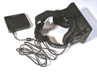 Die Oculus Rift ist eine VR-Brille mit besonders großem Sichtfeld und besonders schnellen Bewegungssensoren, die von Oculus VR entwickelt wird.