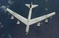 """Die Boeing B-52 Stratofortress (englisch für """"Stratosphärenfestung""""; meist nur B52) ist ein schwerer achtstrahliger Langstreckenbomber der US-Luftwaffe. Der Buchstabe """"B"""" in der Bezeichnung steht für Bomber."""