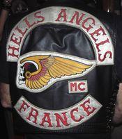 Backpatches auf der Kutte eines Mitglieds der Hells Angels France.