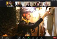 Über eine Zoom Konferenz steuert das Team von zuhause aus live den Avatar vor Ort.  Bild: 66 Minuten Theater Adventures Fotograf: Luisa Kranz