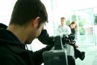 Videoaufnahmen: Crossmedia-Aktionen als Wettbewerbsvorteil. Bild: pixelio.de, Pitt Kelch
