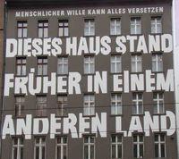 Gestalltet von Jean-Remy von Matt: Gebäude in der Brunnenstraße, das auch den Zugang zum U-Bahnhof Rosenthaler Platz enthält