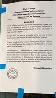 Dieses Dokument wurde an den Fassaden von Gebäuden angebracht, die von subsaharischen Migranten in Zouara frequentiert werden Bild: FDS/UM/Eigenes Werk