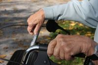 Rollator: Kranke haben eigene Definition von Weisheit. Bild: pixelio.de, R. B.