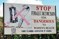 Straßenplakat in Uganda gegen Genitalverstümmelung (Symbolbild)