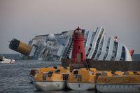 Die auf Grund liegende Costa Concordia. Bild: Rvongher / wikipedia.org