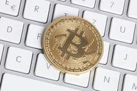 Bitcoin auf Computertastatur als Klimakiller.