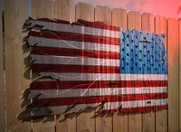 USA Flagge zerfetzt: Eine Kriegsnation in Schwierigkeiten (Symbolbild)