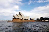 """Die größte Muschel der Welt: Sydneys spektakuläre Hafeneinfahrt mit dem weltberühmten Opernhaus. Bild: """"obs/Nees Reisen AG/kreuzfahrten.de"""""""