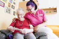 """Der ASB fordert den Altenpflegeberuf aufzuwerten und das Qualifikationsniveau in der Altenpflege anzuheben. Bild: """"obs/ASB-Bundesverband/ASB/Ressel"""""""