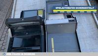 Sichergestellte Spielautomaten auf einer Lkw-Ladefläche. Bild:Polizei