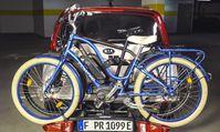 Das funktioniert: Zwei E-Bikes auf dem Fahrradanhänger am Kia e-Soul - zusammen rund 60 kg auf der Anhängerkupplung. Bild: ADAC SE Fotograf: ADAC SE
