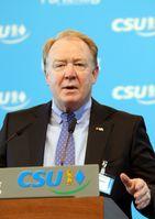 Michelbach auf einem kleinen Parteitag der CSU im März 2013