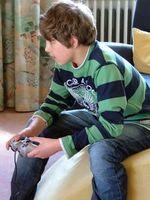 Spielender Junge: Eine Stunde am Tag schadet nicht. Bild: pixelio.de, schemmi