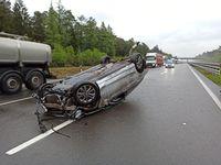 Verunfallter Mercedes Bild: Polizei
