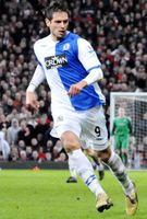 Santa Cruz (2009) im Trikot der Blackburn Rovers