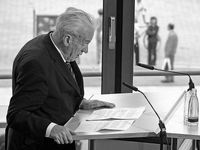 Jens bei einer Rede vor der Akademie der Künste (2005)