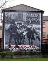 """Wandbild zur Erinnerung an den """"Bloody Sunday"""", Bogside, Derry, Nordirland. Bild: SeanMack"""