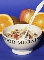 Müsli und Obst am Morgen schützen Darm. Bild: Harry Hautumm, pixelio.de