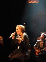 Adele bei einem Auftritt in Seattle (2011)