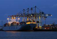 Containerhafen bei Nacht