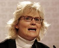 Christine Lambrecht im Wahlkampf (Januar 2008) Bild: Kuebi = Armin Kübelbeck / de.wikipedia.org