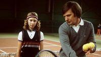 """Peter Graf mit seiner Tochter Steffi beim Training im Jahr 1982. Bild: """"obs/ZDFinfo/action press/Jörg Hinninger"""""""