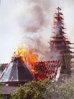Der Glockenturm steht in Flammen. Bild: Archiv Rudolf Koch