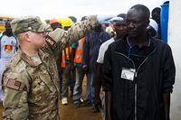 Ebola: Fieberthermometer, das zur schnellen Kontrolle eingesetzt wird. Bild:  US Army Africa, on Flickr CC BY-SA 2.0