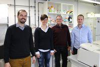 Christian Seutter von Loetzen, Dr. Olivia Hartl-Spiegelhauer, Prof. Dr. Paul Rösch und Dr. Maximilia Quelle: Foto: Chr. Wißler; zur Veröffentlichung frei. (idw)
