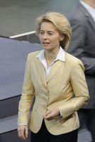 Ursula von der Leyen bei der Unterzeichnung des Koalitionsvertrages der 18. Wahlperiode des Bundestages (2013).
