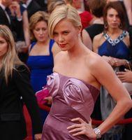 Theron bei der Oscarverleihung 2010