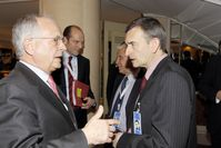47. Münchner Sicherheitskonferenz 2011: Im Gespräch: Wolfgang Ischinger (li),Vorsitzender Münchner Sicherheitskonferenz , und Prof. Dr. Volker Perthes (re), Archivbild