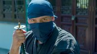 """Vermummt und immer im Schatten bewegten sich Ninjas blitzschnell auf ihre Opfer zu. Bild: """"obs/ZDFinfo/Marc Francke"""""""