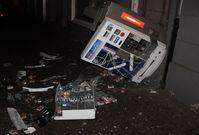 Gesprengter Automat - die Kripo sucht Zeugen: 0203 2800. Bild: Polizei Duisburg
