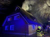 Schornsteinbrand eines Reetdachhauses in Henstedt-Ulzburg Bild: Feuerwehr
