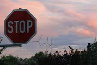 Windenergie: Für viele eine planmäßige Zerstörung von Wäldern und eine schwere  Belastung für den Menschen durch Infraschall-Lärm der über 20km weit zu hören ist.