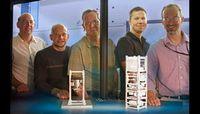 Forscher mit Test-Satellit: Ziel sicherer Raumverkehr. Bild: Julie Russell/LLNL