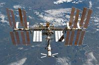 Die ISS am 7. März 2011, aufgenommen aus dem Space Shuttle Discovery