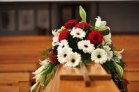 Sarg mit Blumen: Tote bald kopierbar. Bild: pixelio.de, Kathrin Frischemeyer