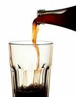 Die Kalorien von Softdrinks kommen der Gesellschaft teuer zu stehen. Bild: aboutpixel.de/Astraios