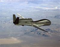 Die Global Hawk ist ein hochfliegendes (fast 20 km Höhe), ausdauerndes (bis zu 40 Stunden) Aufklärungsflugzeug, das autonom (unbemannt) und satellitengestützt weltweit Missionen fliegen kann.